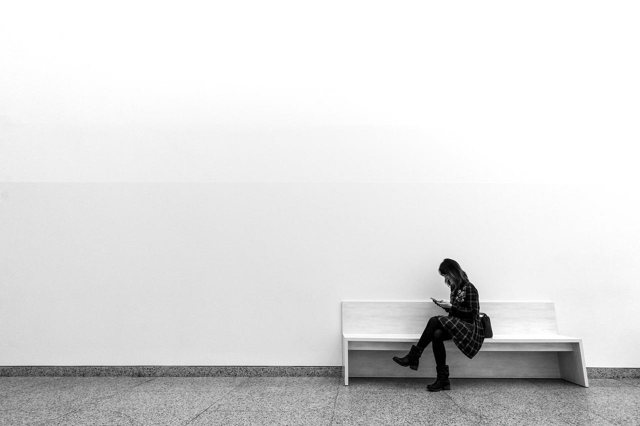 仕事の人間関係で孤独を感じた時の対処法